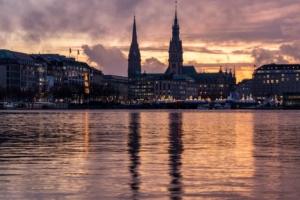 Kapital anlegen und Zahlen in Hamburg Blankenese