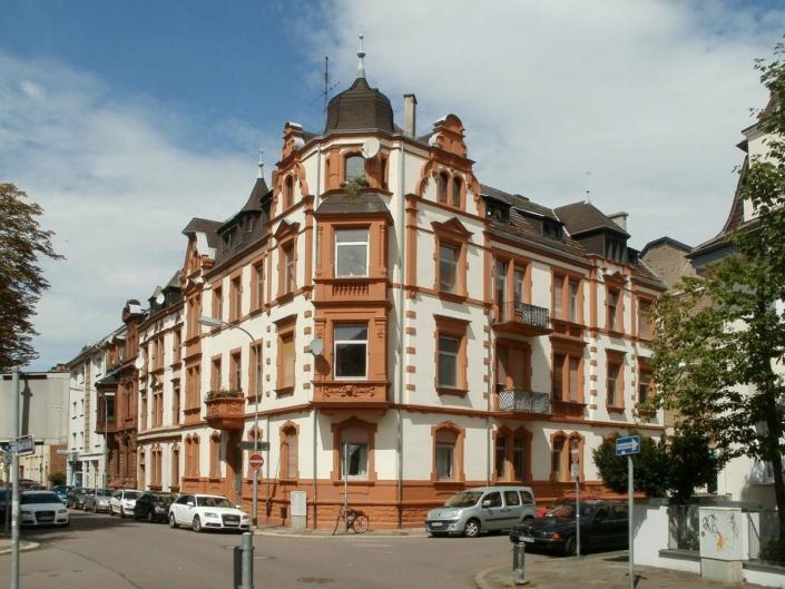 Baujahr Immobilie: Mängel und Zustand nach Jahrzehnten - altes Haus von 1900 bis heute
